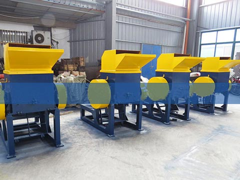 Tyre fine crushing machine